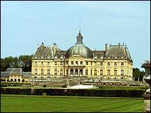 Il servit de modèle à Versailles et fut construit à partir de 1658 pour Nicolas Fouquet, surintendant des Finances. Comment se nomme ce superbe monument ?