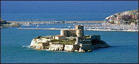 Cet édifice, de par sa position géographique, fut une prison pendant plusieurs siècles. Il inspira fortement Alexandre Dumas. Quel est-il ?