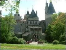 Le colonel Sadi Carnot, fils ainé du président de la république du même nom, le restaura à la fin du XIXe siècle. Comment se nomme ce château ?