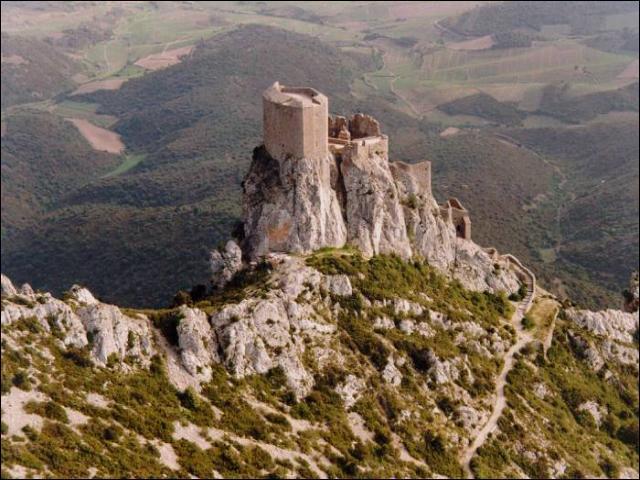 Lequel de ces châteaux n'est pas un château cathare ?