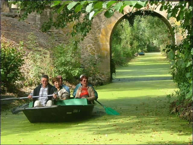 Comment s'appelle cet endroit magnifique, en Poitou-Charentes, que l'on peut visiter en barque ?
