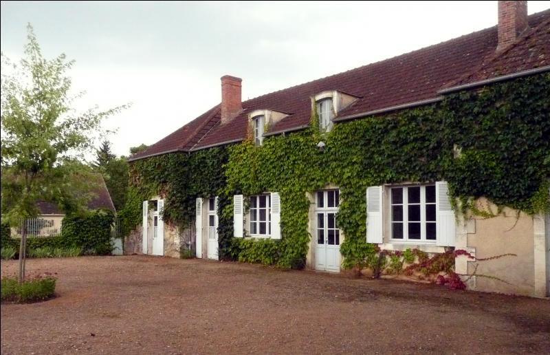 Cet endroit, pour les amateurs de littérature, est situé à Epineuil-le-Fleuriel, dans le Cher. De quel lieu s'agit-il ?