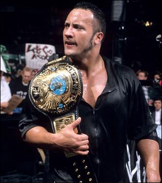 Acteur, joueur de football américain et lutteur, il est le lutteur le plus charismatique de l'Attitude Era ! Qui est ce lutteur ?