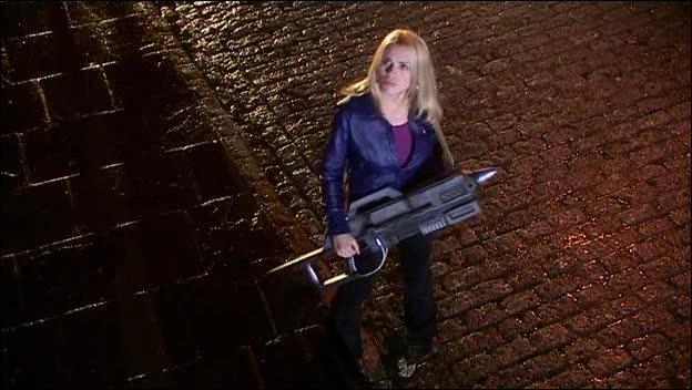 Dans quel épisode réapparaît Rose Tyler en premier ?
