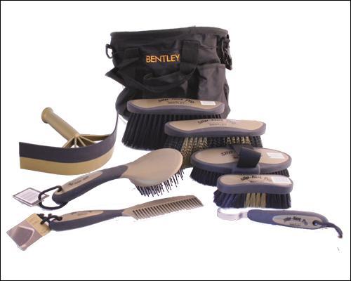 Comment s'appelle l'outil de pansage réservé aux parties charnues et qui permet de décoller en profondeur les saletés accumulées à la racine des poils ?