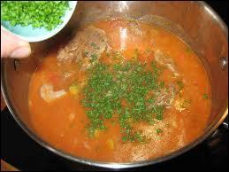 Quel plat dégusterez-vous avec une sauce piquante ?
