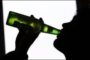 Les jeunes boivent très souvent de l'alcool pour faire la fête, mais savent-ils vraiment ce qu'ils risquent ? cochez l'intrus