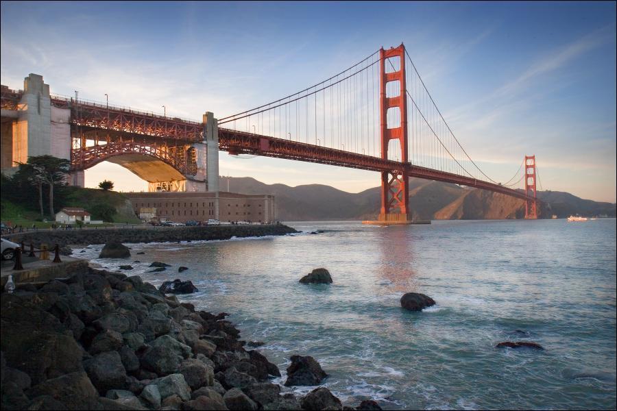Quelle est cette ville dont le joyau est ce pont, l'un des plus célèbres au monde ?