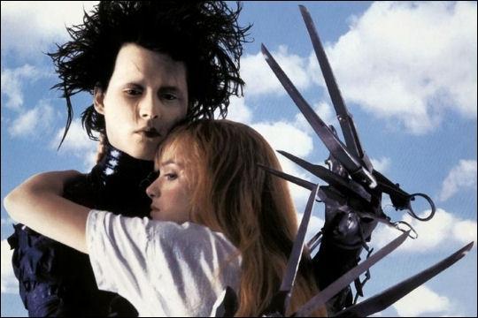 Edward aux mains d'argent  : sorti en 1990. Quel réalisateur met en scène Johnny Depp dans le rôle d'Edward un jeune homme possédant des ciseaux à la place des mains ?