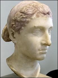 Cléopâtre n'est pas la première de sa famille à s'appeler ainsi ! (ni la dernière, d'ailleurs). De nombreuses femmes ont porté son nom avant elle. Quel est nom  numéro  ?