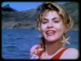 Quel groupe chantait  C'est l'amour à la plage (Aou cha-cha-cha). Et mes yeux dans tes yeux (Aou aou). Baisers et coquillages (Aou cha-cha-cha)...   en 1986 ?