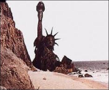 Quel film se termine sur une plage au pied de la statue de la liberté à moitié ensablée ?