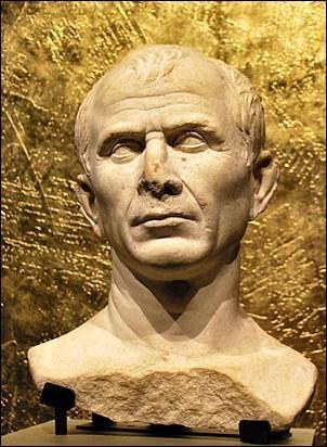 Trois jours plus tard, le rival de Pompée, César, débarque lui aussi à Alexandrie pour éclaircir la situation... Quel âge a-t-il alors ?