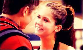 Avant Stefan, elle est sortie avec Tyler, puis avec Matt.