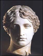 Mais les Romains s'indignent de la présence de Cléopâtre à Rome. En effet, César est marié depuis -49 à une respectable romaine nommée :