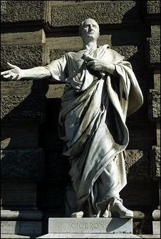 Quel écrivain, contemporain et opposant de César, est tout particulièrement hostile à Cléopâtre ?