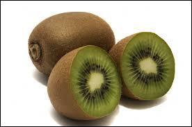 Le kiwi est un fruit contenant beaucoup d'eau, à la chair souvent sucrée, le premier producteur mondial de ce fruit est l'Italie, mais c'est aussi un oiseau qui n'est pas capable de voler, il est en voie de disparition et l'on ne peut en voir qu'en [... ] !