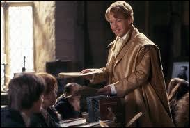 Que lâche Gilderoy Lockhart sur les élèves lors de son premier cours ?