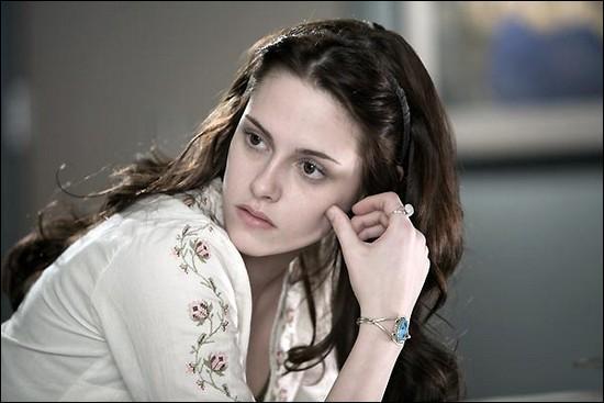 Dans sa chambre, le lendemain, Bella énumère trois choses dont elle est absolument certaine. Quelle est la première (en reprenant les phrases de Bella) ?