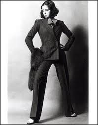 L'ordonnance du préfet de police de la Seine du 16 brumaire an IX (7 novembre 1800) interdit aux femmes de porter le pantalon. Quelles exceptions sont prévues par les circulaires de 1892 et 1909 ?