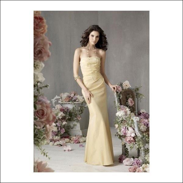 Vous aimez la robe ? Traduisez la couleur  jonquille . Attention ! J'ai bien dit la couleur !