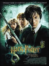 Dans  Harry Potter et la Chambre des Secrets , qui utilise du sang pour écrire des mots sur les murs de Poudlard ?