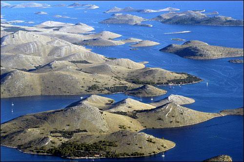 Combien l'archipel croate compte-il d'îles et d'îlots en tout ?
