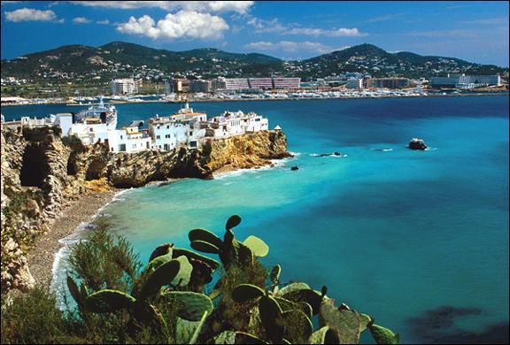 Sur quel archipel l'île espagnole d'Ibiza est-elle localisée ?
