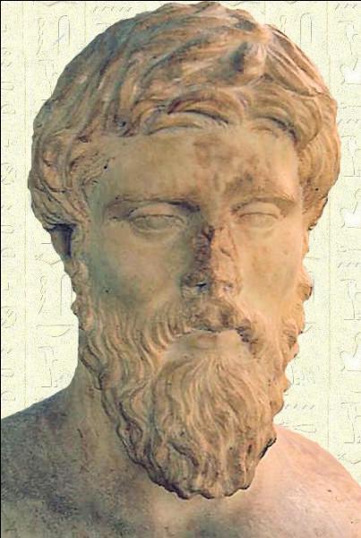 Quel auteur, ayant évoqué la vie de Cléopâtre dans ses écrits, est souvent considéré comme étant le plus objectif ?
