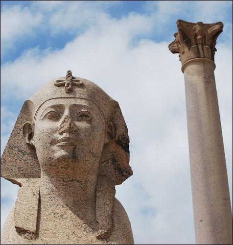 Après la mort de Cléopâtre, l'Égypte devient la propriété personnelle d'Octave. Pour combien de temps environ dépendra-t-elle directement du domaine impérial romain ?