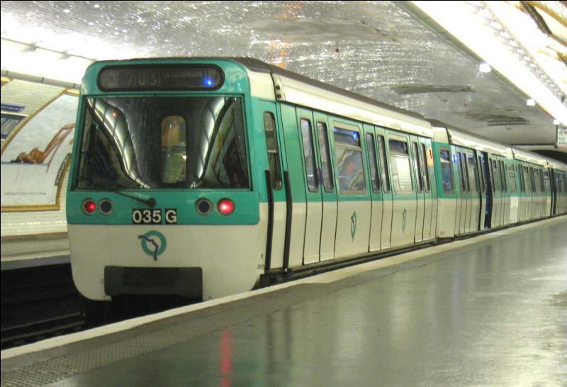 Je ne vous dirais qu'une chose, elle n'est pas dans le métro, et  Un point c'est toi  !