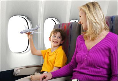 « En sortant de l'avion, vérifiez d'avoir emporté tous vos objets personnels. Tout ce qui sera oublié dans l'avion sera partagé entre le personnel de bord. Merci de ne pas oublier ____________. »