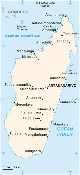Quelle grande île de l'océan Indien est annexée par la France en 1896 ?