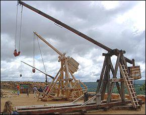 Cette machine de jet, redoutable, fit basculer la victoire des Croisés devant Montségur. Elle est conçue et montée par un ingénieur spécialiste et coûteux. Quel est son nom ?
