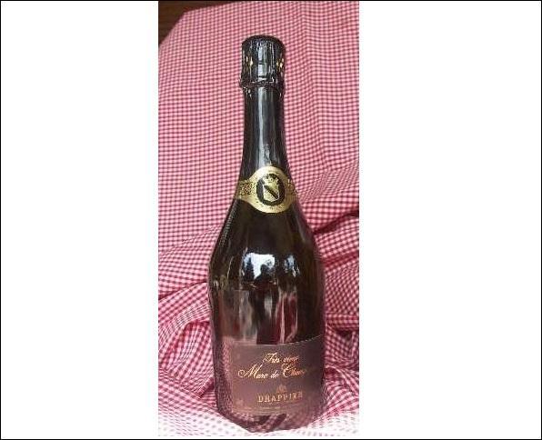 Cette eau-de-vie, obtenue par la distillation des marcs de raisin du vignoble champenois, est vieillie en fûts de chêne. C'est le :