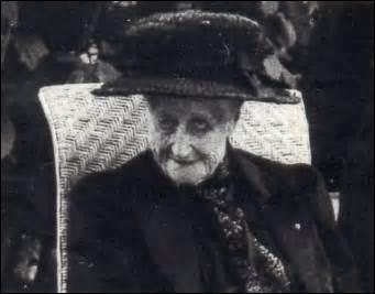 Quant à ma compagne l'impératrice Eugénie, elle décède le 11 juillet 1920, mais à quel âge ?