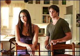 Où Elena se trouve-t-elle avec Jeremy pour lui faire la morale ?