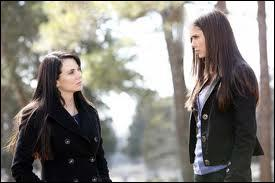 Où se sont rencontrées pour la première fois Elena et Isobel ?