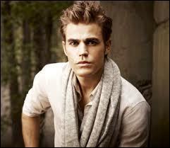 Au tout début de l'épisode 3 (saison 3), où se trouve Stefan ?