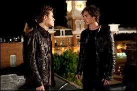 Dans la saison 1, où Stefan cache-t-il l'anneau de Damon ?
