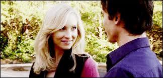 Où Damon et Caroline ont-ils eu leur premier rapport sexuel ?