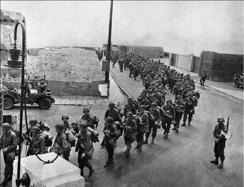 Le débarquement a lieu le 06 Juin 1944. Mais, il était prévu pour une autre date. A vous de la trouver !