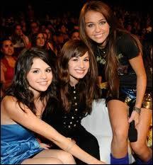 Quelle chanson Demi, Selena, Miley et les Jonas Brothers ont-ils chantée en 2009 pour la fête de la musique ?
