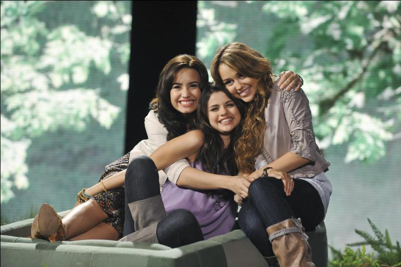 Selena, Demi et Miley