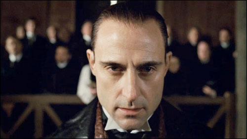 J'ai joué un chevalier pour Ridley Scott et une sorte de mage noir dans Sherlock Holmes. J'ai également interprété un mafieux, dans quel film ?