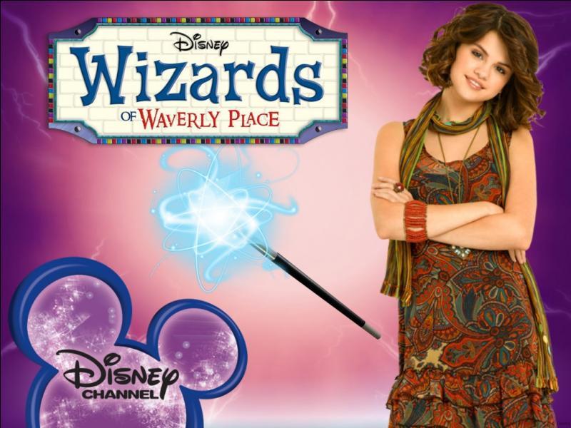 Quel est le vrai nom de Alex Russo dans la série  Les sorciers de Waverly Place  ?