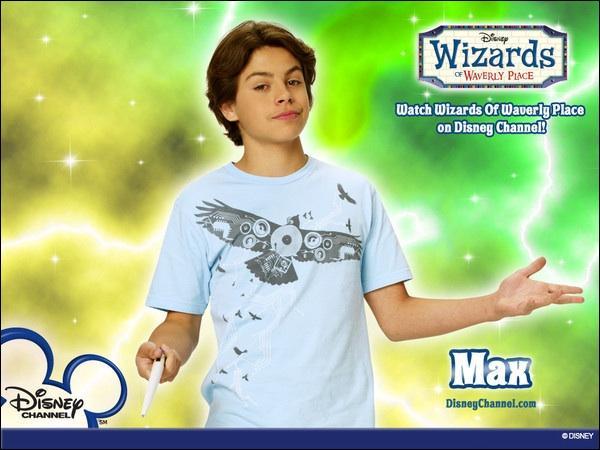 Quel est le vrai nom de Max Russo dans  Les sorciers de Waverly Place  ?