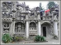 Quel artiste a réalisé  Le palais idéal  ?