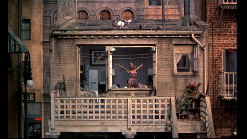 Laquelle de ces  miss  observée avec des jumelles par Jeff Jefferies dans  Fenêtre sur cour  s'exerce à la danse ?