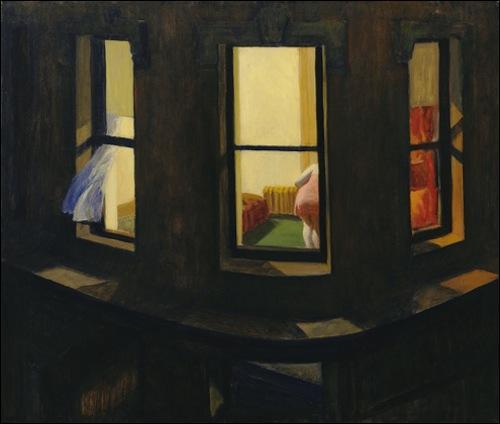 Alfred Hitchcock s'est inspiré des tableaux d'Edward Hopper pour ces films notamment  Night Windows  pour  Fenêtre sur cour . Laquelle des ces maisons est inspirée aussi par un tableau d'Edward Hopper ?
